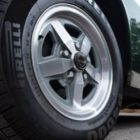 jensen wheel with close up of wheel centre